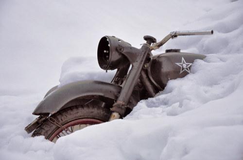 Ingesneeuwde motor